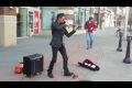 Vacker musik av gatumusikant