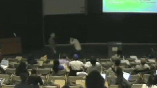 Eleven vaknar i mitten av lektionen