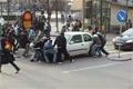100 afrikaner flyttar bil